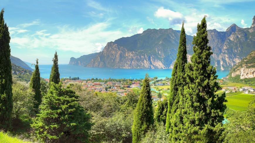 IL Lago di Garda è conosciuto in tutto il mondo per essere uno dei laghi più belli d'Europa