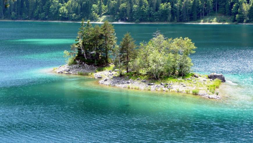 Lago di Eibsee, in Germania, è uno dei laghi più belli d'Europa