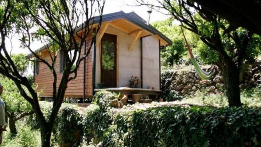 Alloggi insoliti in Sicilia: un Eco-chalet di legno immerso tra gli agrumi, alle pendici dell'Etna
