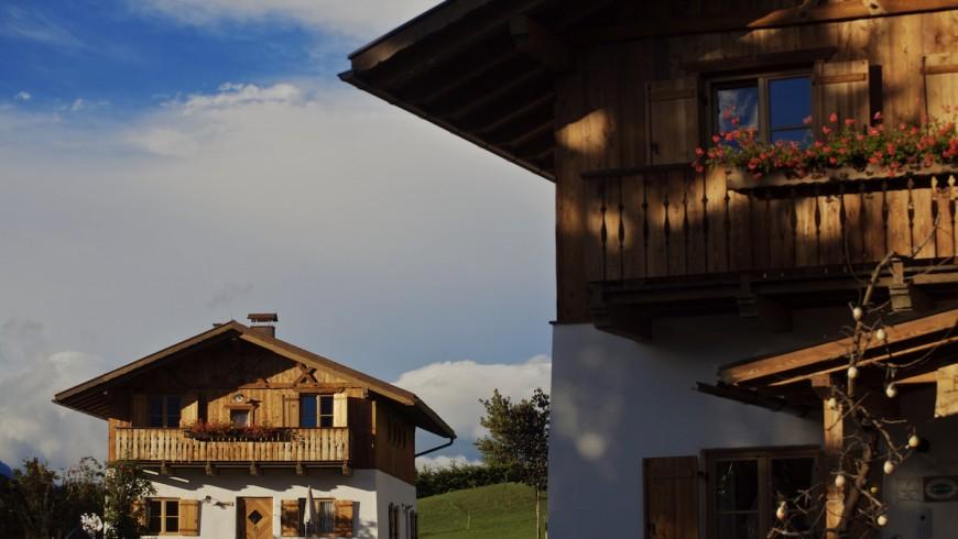Hai mai dormito in una tipica baita del Trentino? E' la proposta insolita ed eco-sostenibile dell'hotel Pineta Naturalmente Hotel a Tavon