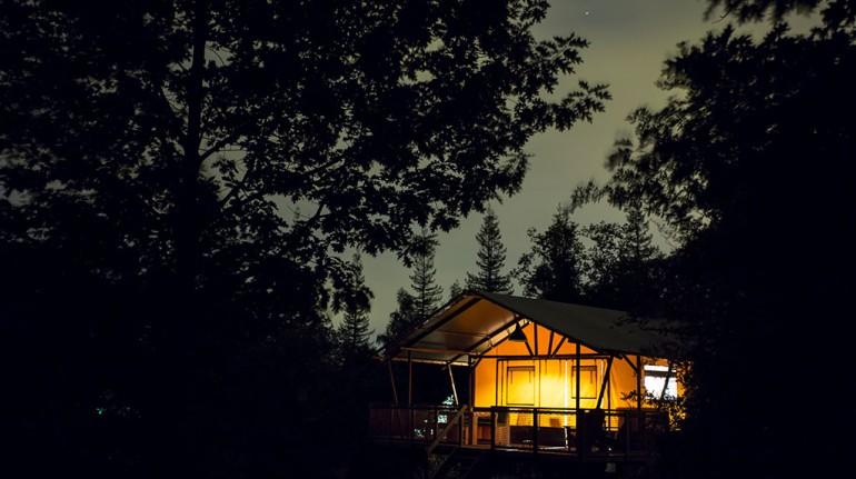 Camping La Serre, case sugli alberi in Francia