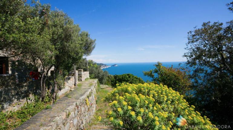 A pochi passi dalla spiaggia in Liguria