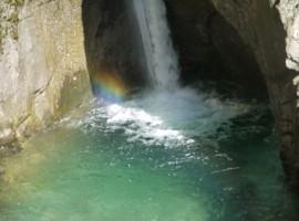 arcobaleno nella cascata Rio Nero in Valle Aurina