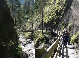 itinerario a piedi verso la cascata Rio Nero in Valle Aurina