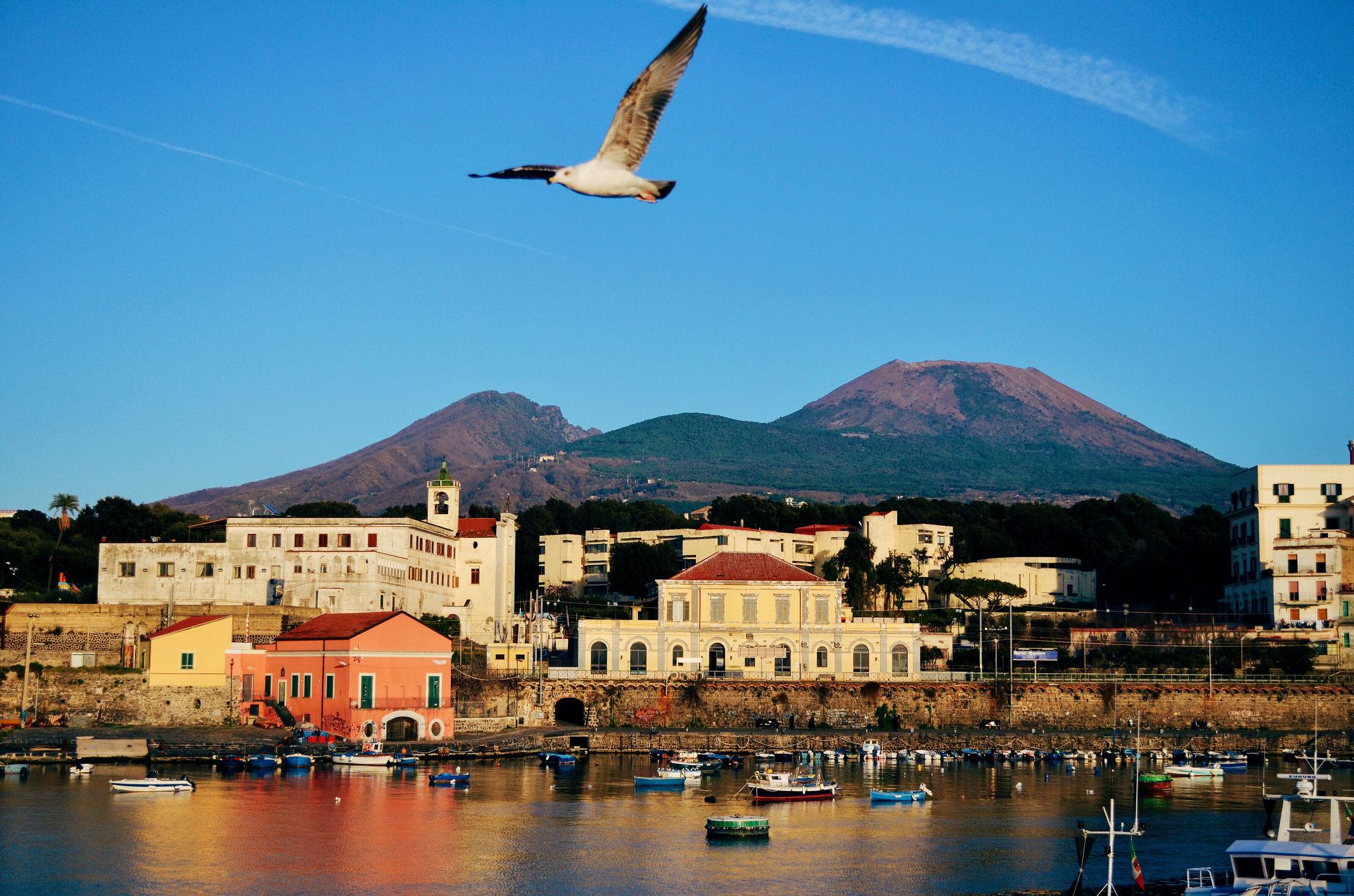 Porto del Granatello e Vesuvio