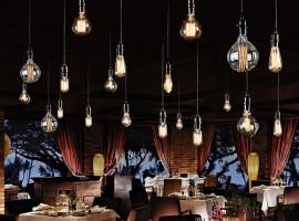 ristorante illuminato con le lampade LED retro