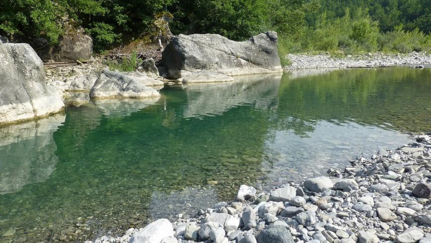 Fiume Ceno, un luogo idilliaco per un bagno speciale in Emilia Romagna