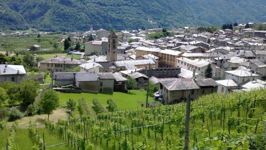 Borgo Ponte di Valtellina e i terrazzamenti di vigne