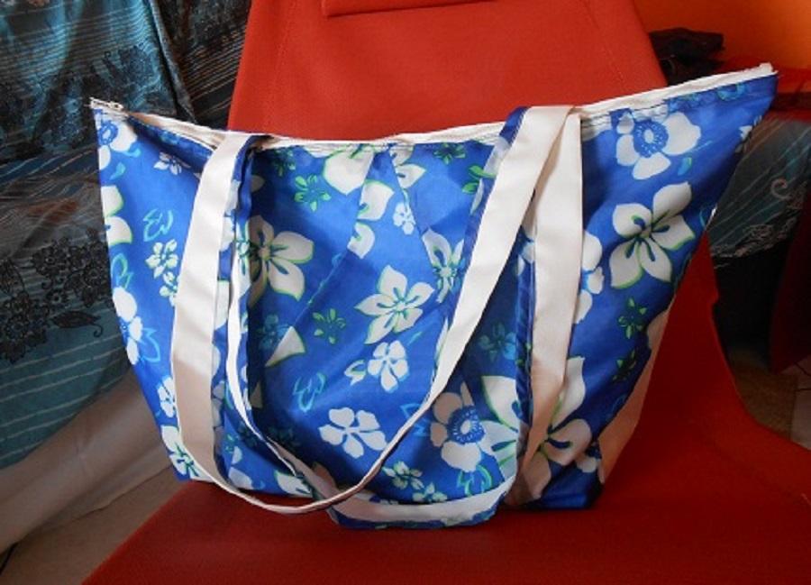 Vecchio ombrello trasformato in un borsone per la spiaggia: borsa Sundek