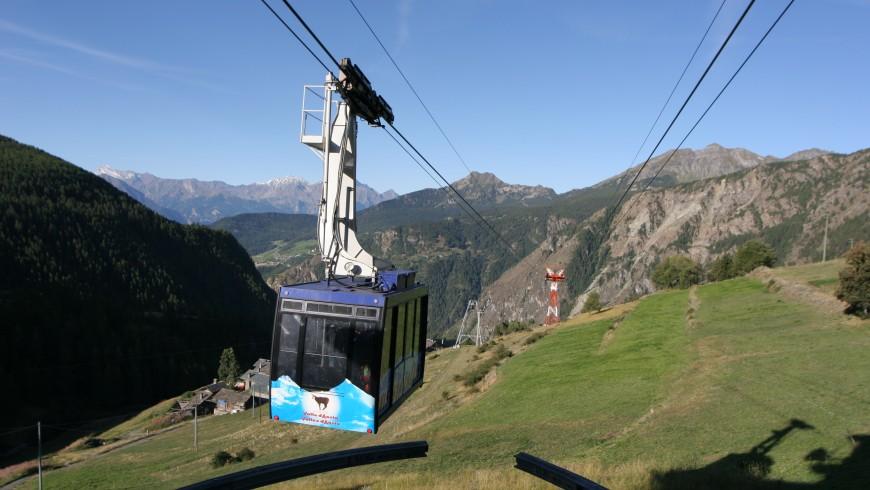 La funivia per raggiungere Chamois, perla Alpina della Valle d'Aosta