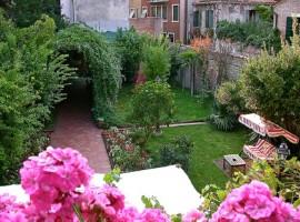 Un giardino fiorito a Venezia