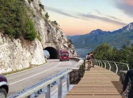 Una nuova e spettacolare pista ciclabile sul Lago di Garda: il tratto tra Limone e il confine con Trento
