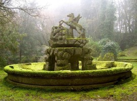 fontana in pietra nel giardino di Bomarzo, Viterbo