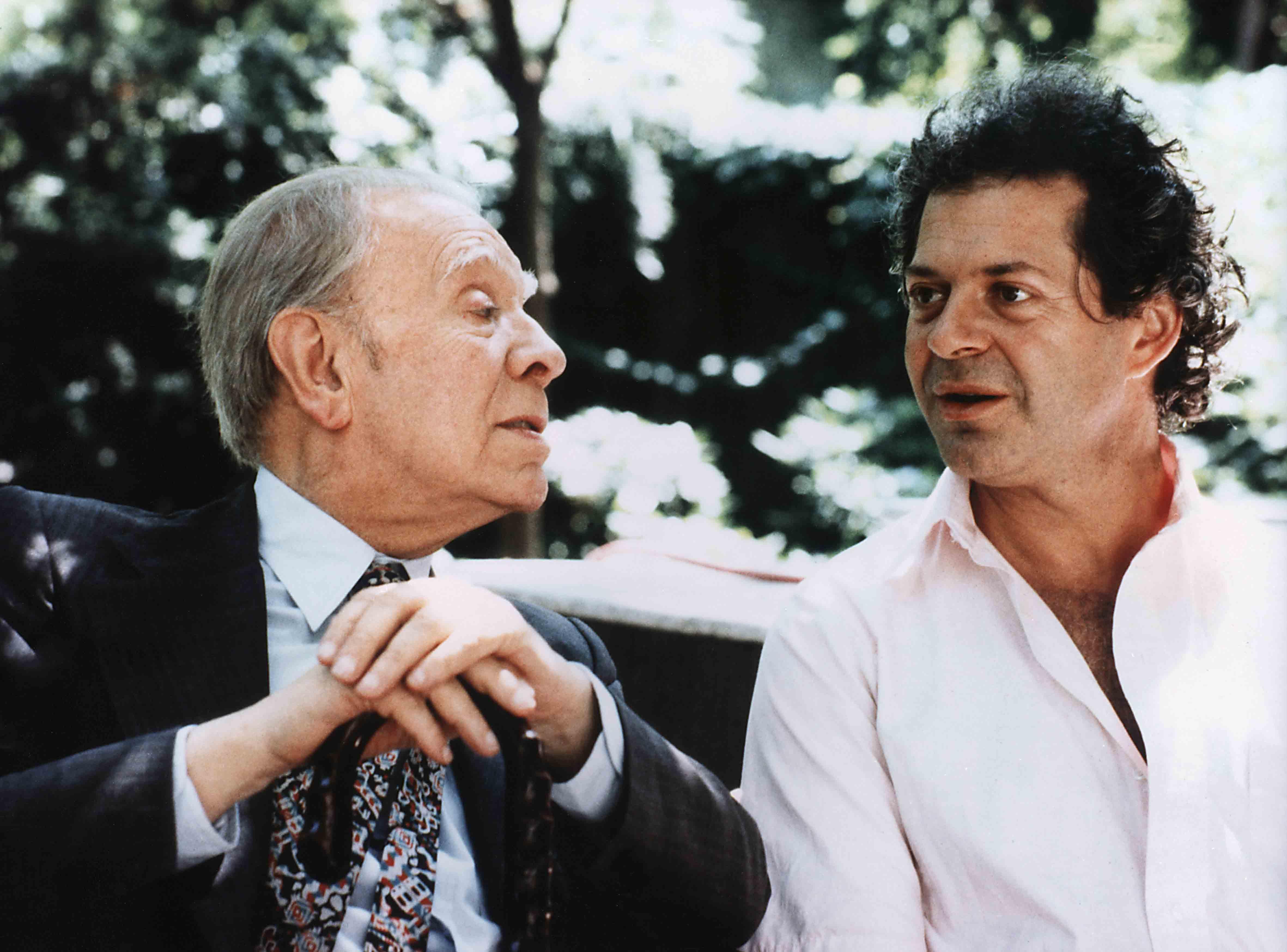 Il labirinto più grande del mondo nasce da una promessa fatta nel 1977 da Franco Maria Ricci (a destra nella foto) allo scrittore argentino Jorge Luis Borges, affascinato da sempre dal simbolo del labirinto