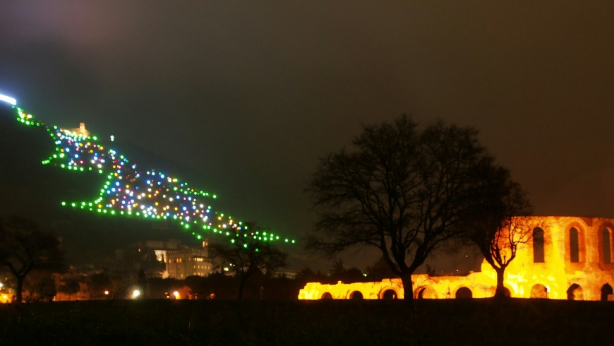 Gubbio, im mercatini di Natale e l'obero di Natale più grande al mondo