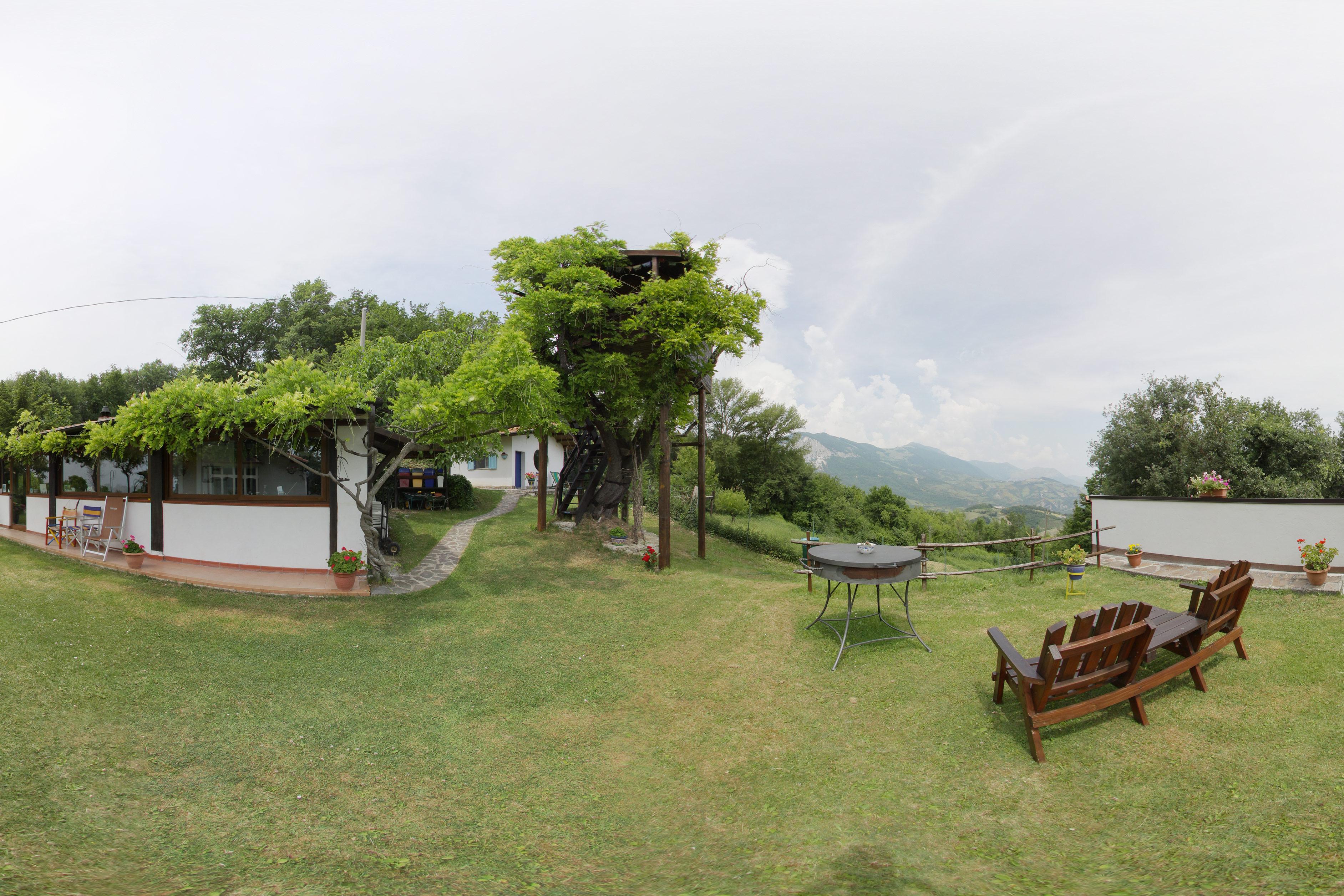 la casa sull'albero dell'agriturismo biologico l'aperegina - sosta green vicino alla transiberiana d'Italia