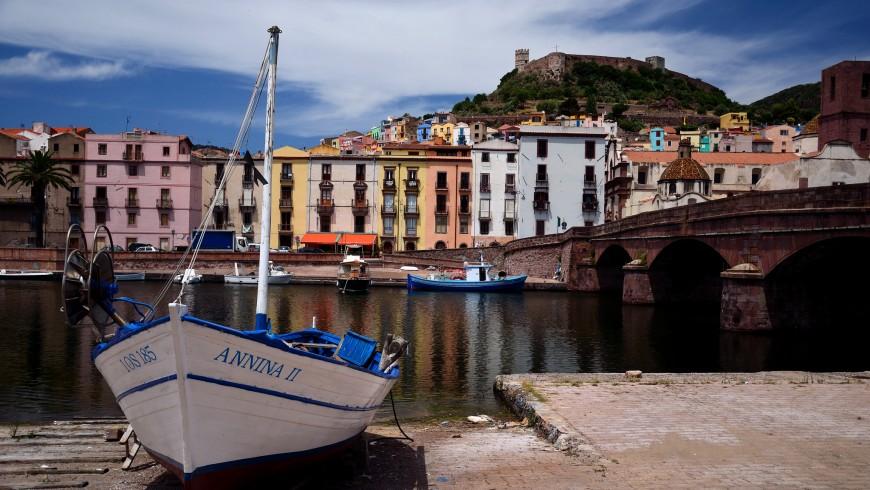 Bosa è uno dei borghi più colorati della Sardegna