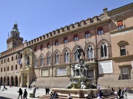 Bologna, Palazzo d'Accursio e Fontana di Nettuno