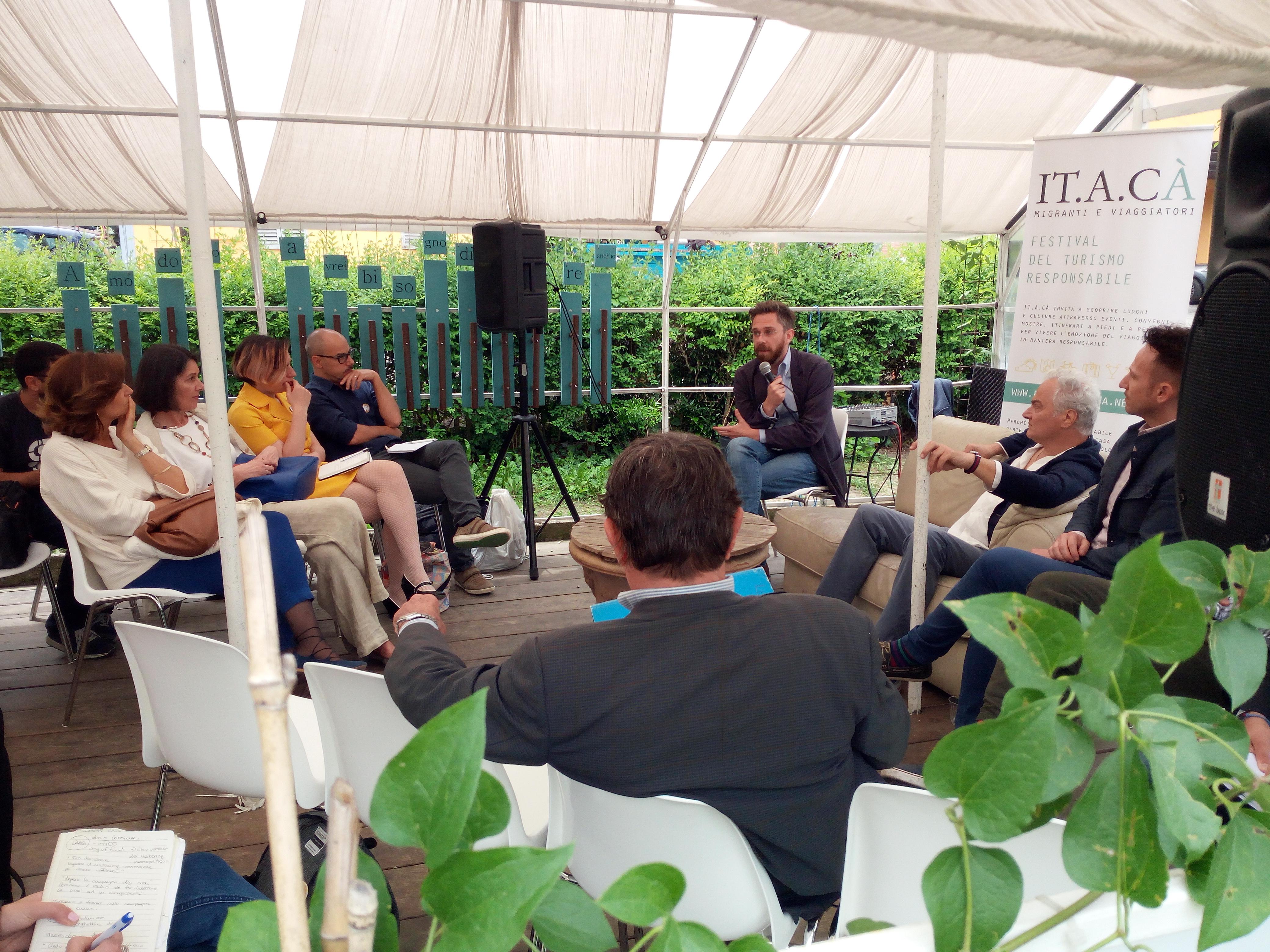 Adotta un Turista - tavola rotonda durante il Festival del Turismo Responsabile ITACA' alle Serre dei Giardini Margherita (Bologna)