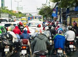 Migliaia di motorini invadono le strade di Ho Chi Mihn