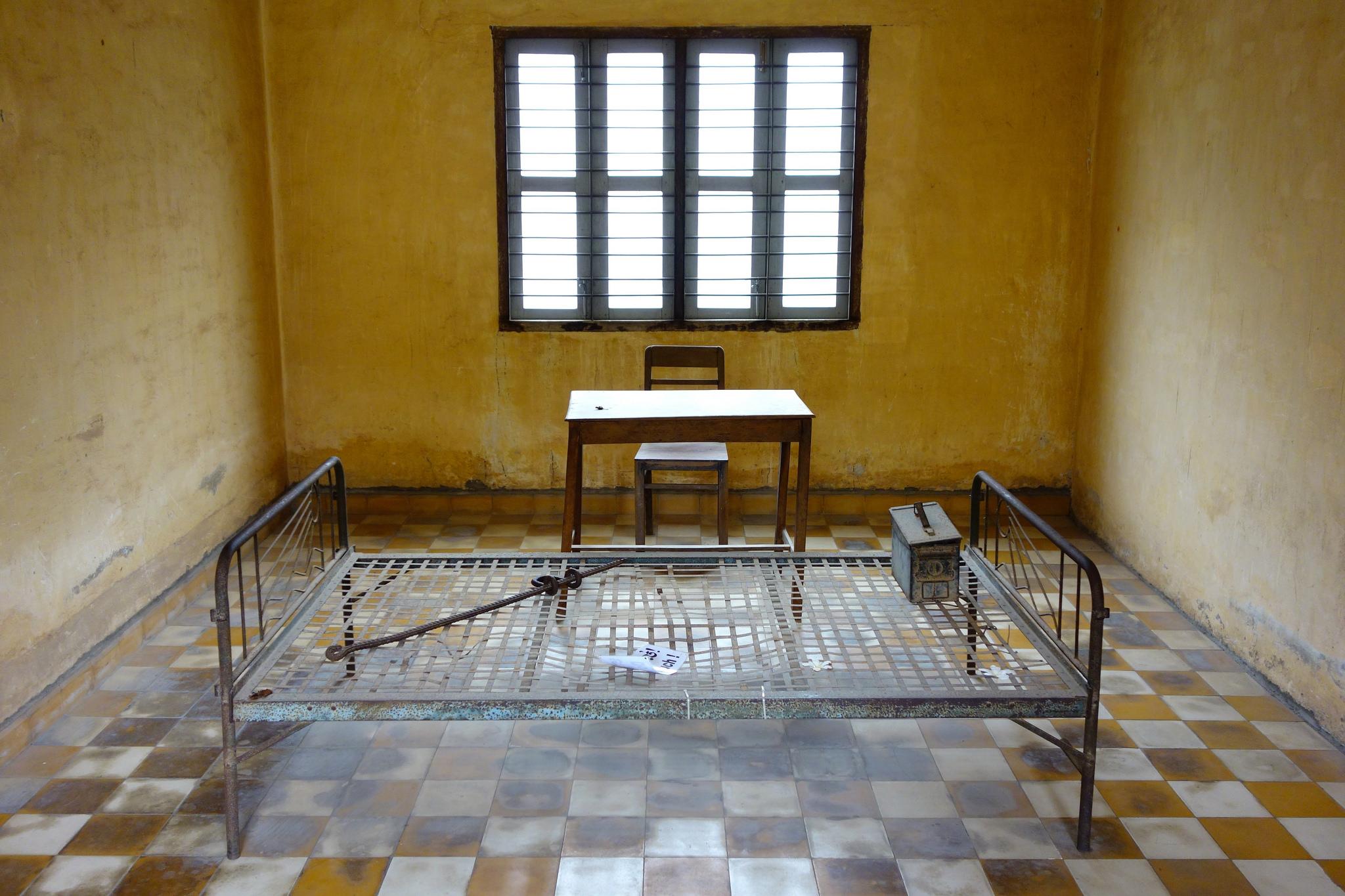 Una delle stanze delle torture nella prigione di Tuol Sleng, Phon Penh