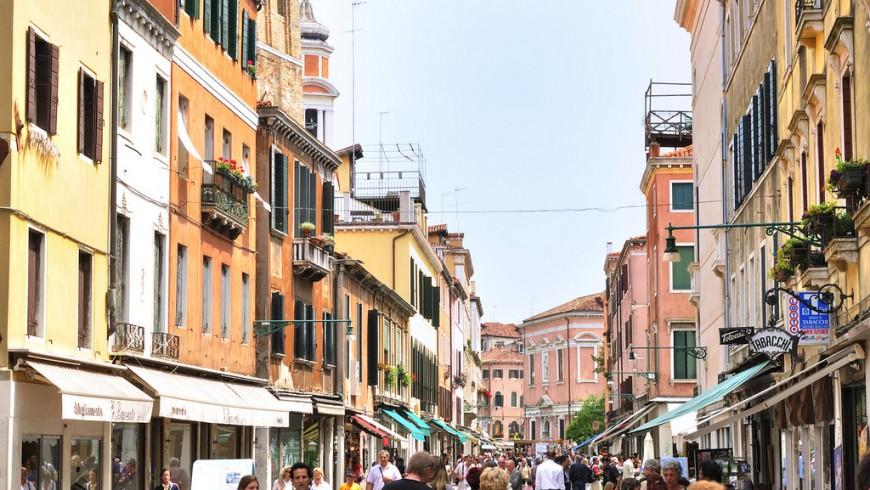 Venezia e il turismo di massa che mette in pericolo la città