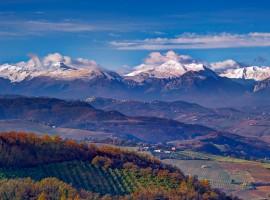 Paesaggio e montagne viste da Montalto, nelle Marche