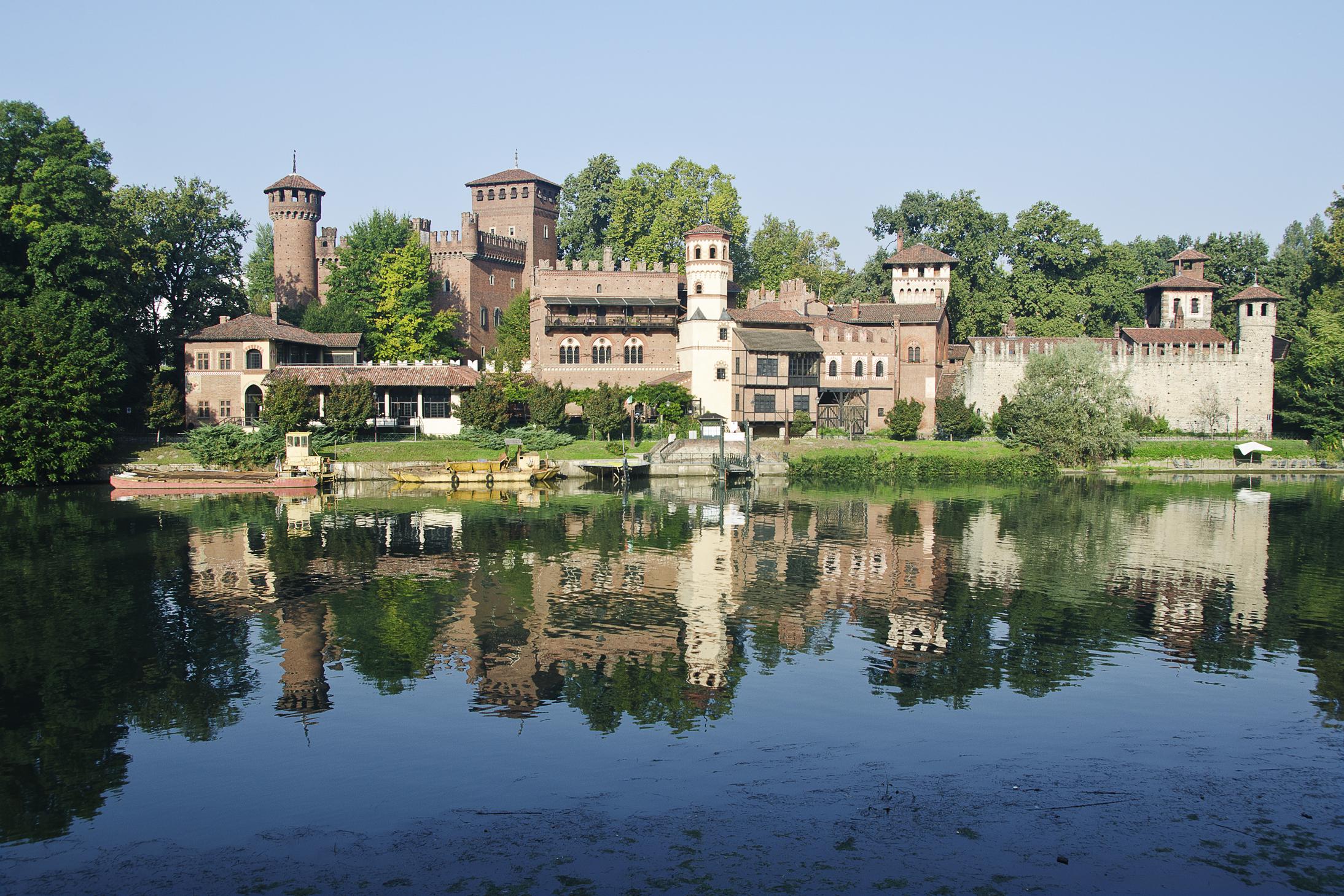 Borgo con la Rocca padiglione dell'Esposizione Generale Italiana che si svolse a Torino dall'aprile al novembre del 1884, nel Parco del Valentino, Torino