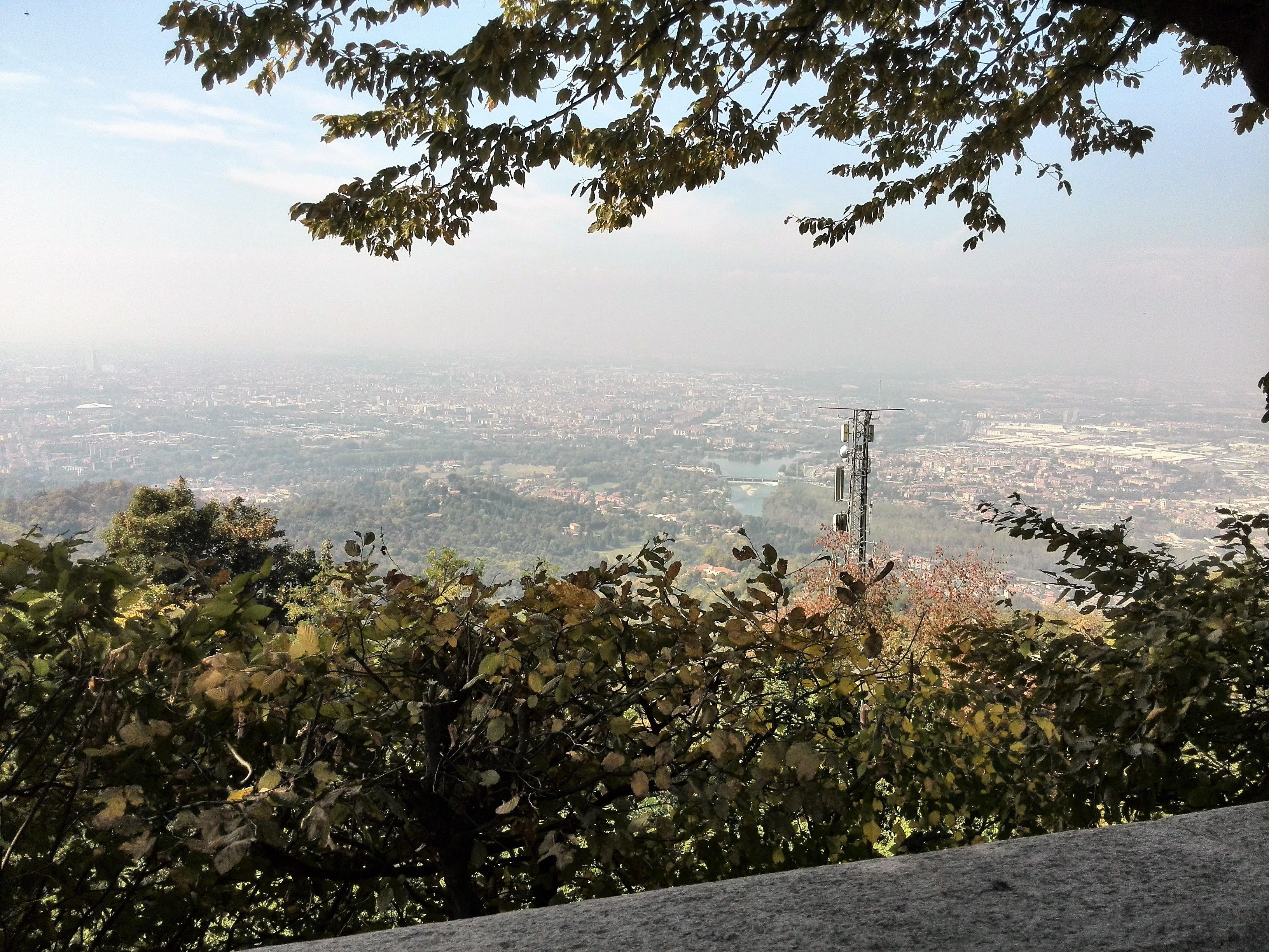 Paesaggio in bicicletta dalle colline vicino a Torino