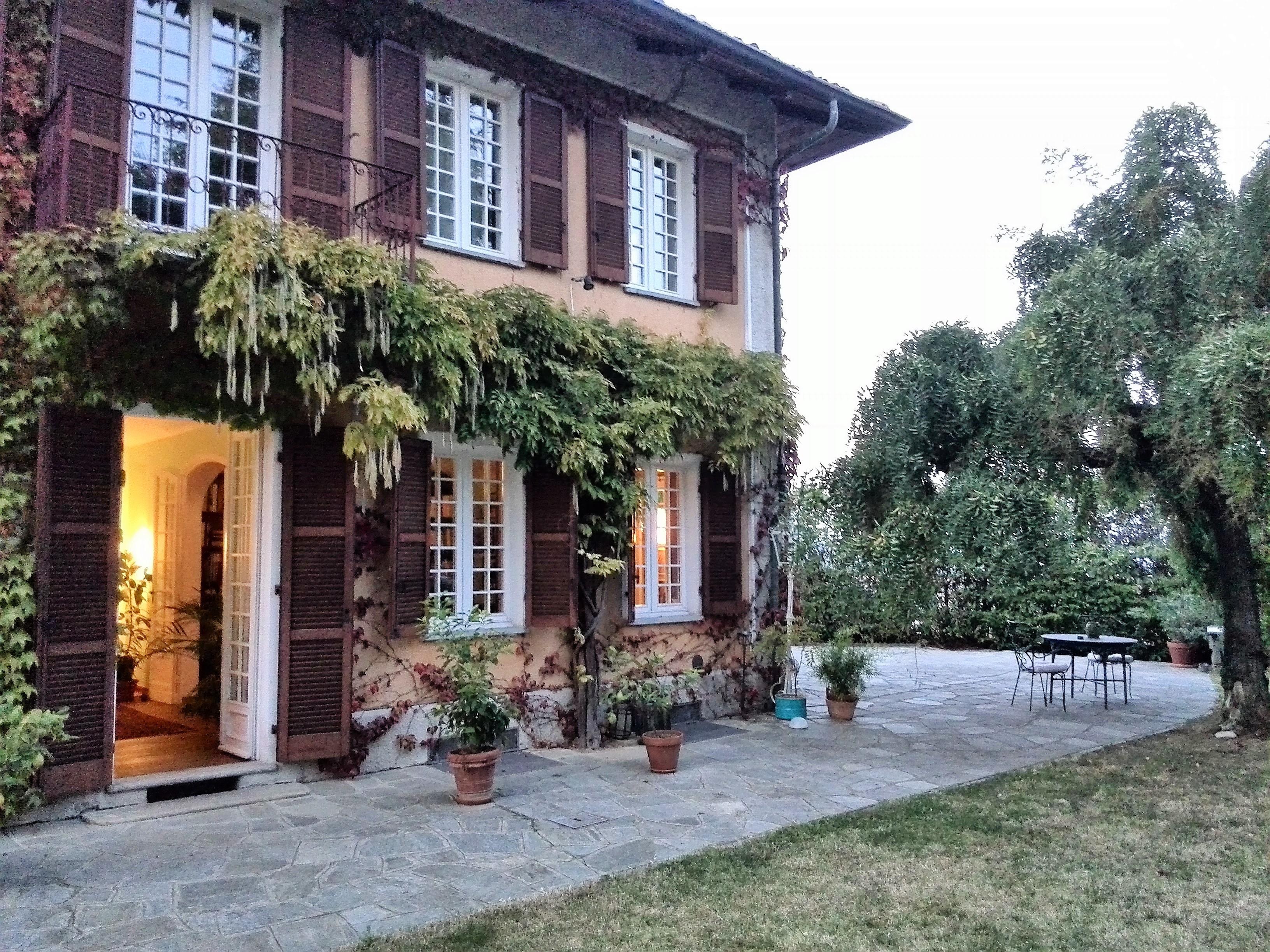 B&B Gli Specchi con il suo splendido giardino, lungo la strada dei colori e sapori, Torino