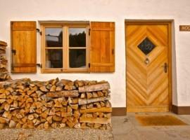 Vacanza in auto elettrica in Italia: eco-chalet di Pineta hotels