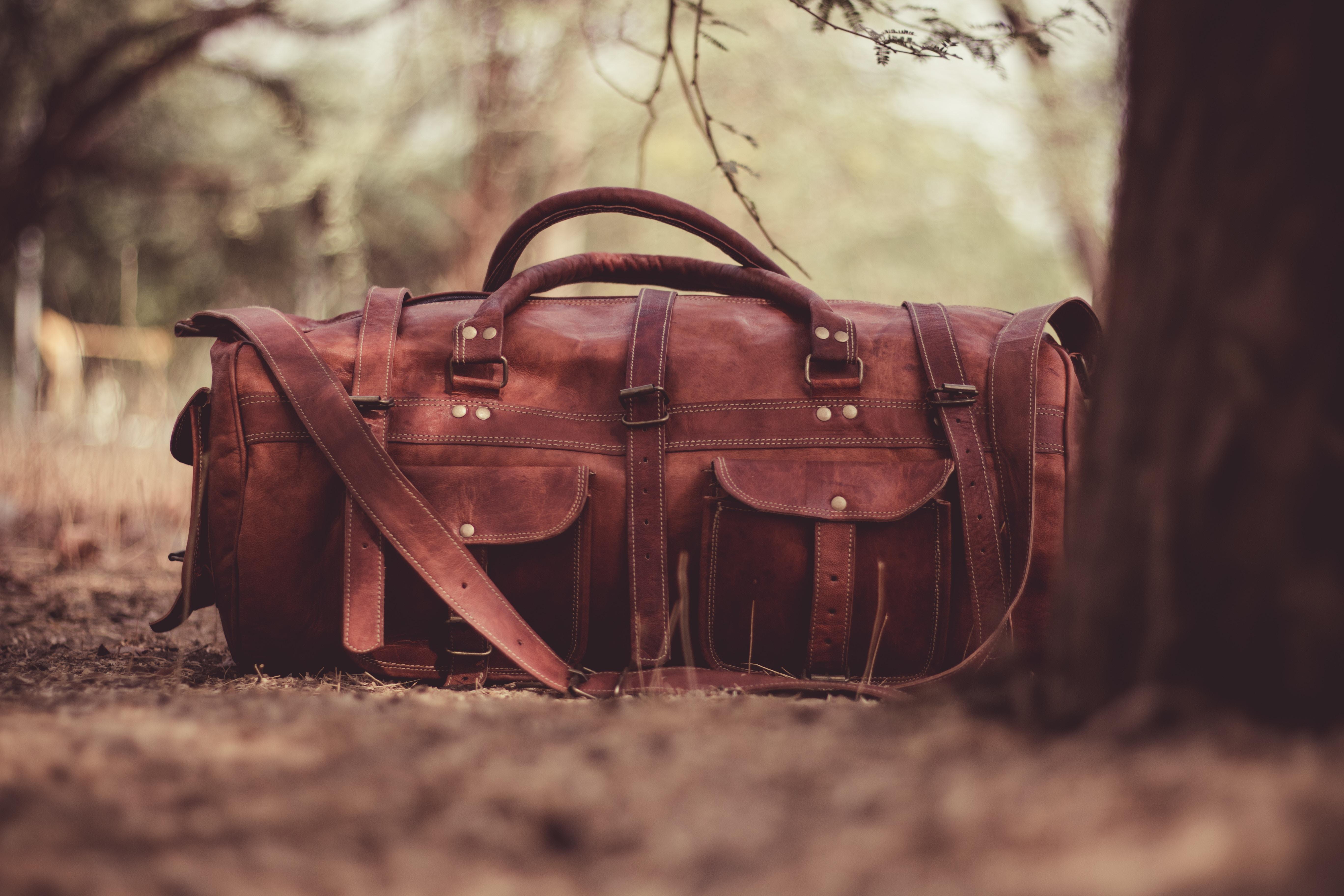Un suggerimento per viaggiare sostenibile è ridurre al minimo il bagaglio