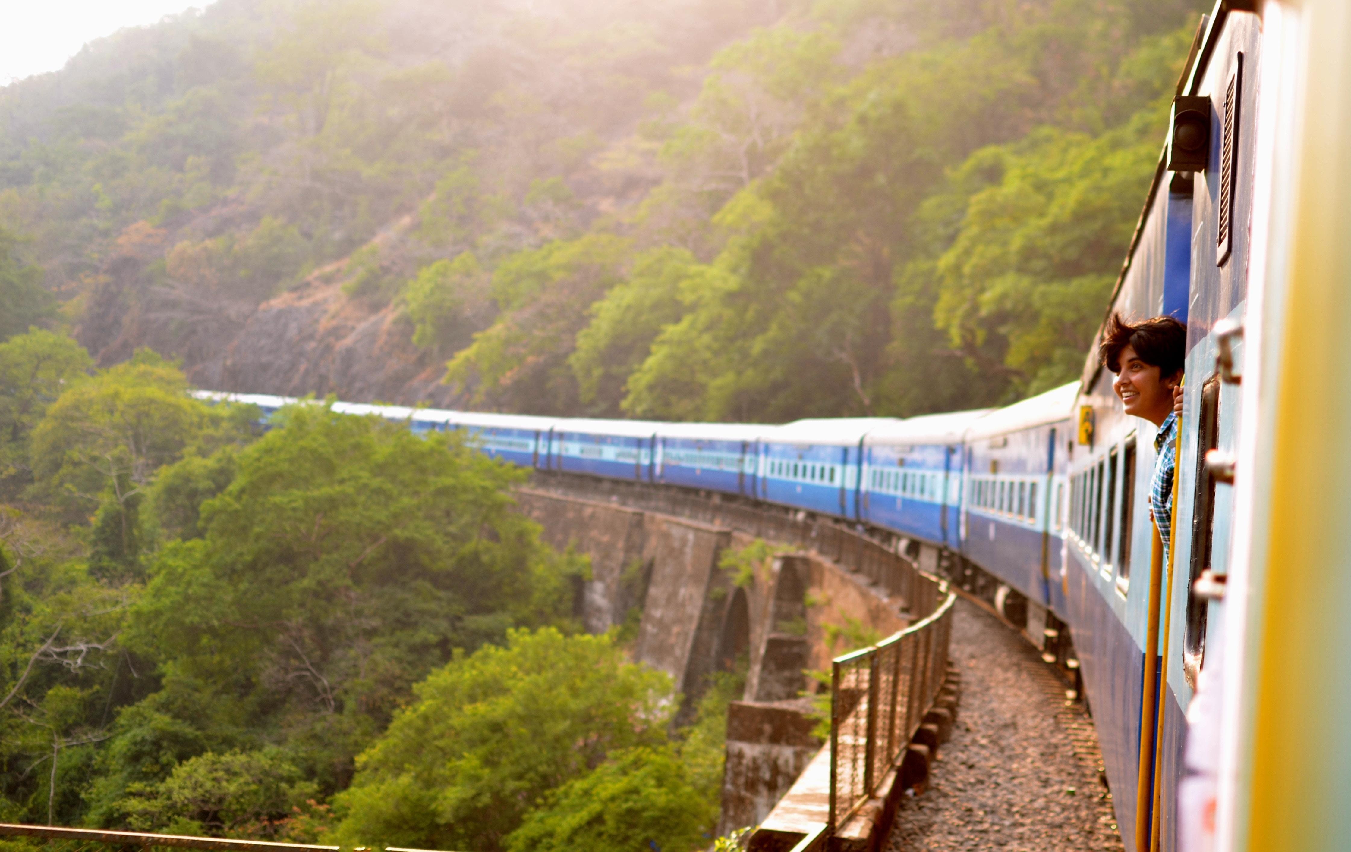 Treno e carpooling sono alcune delle migliori opzioni di viaggio ecologiche.