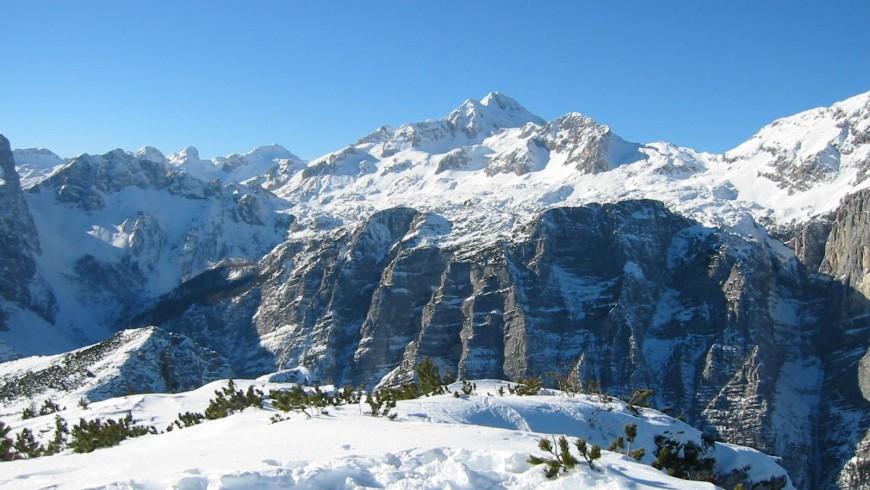 Vista della Montagna Triglav innevata, Slovenia
