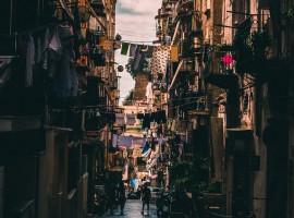 Napoli, Italia, foto di Theo Roland via Unsplash
