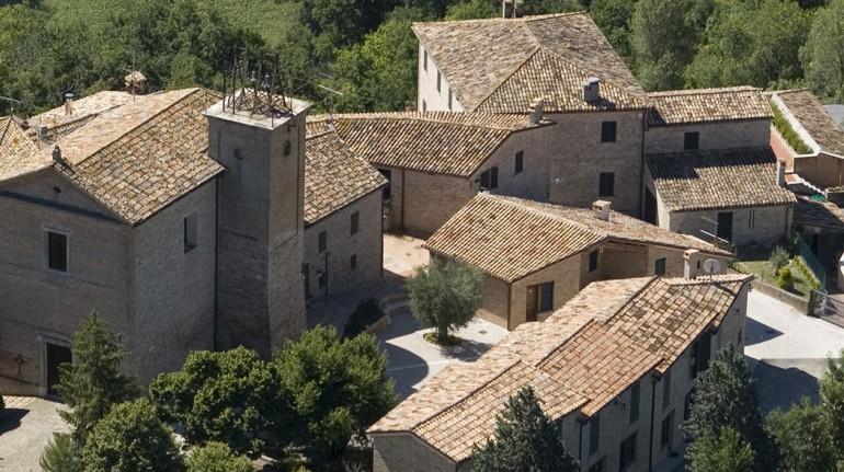 Casa Oliva, nel borgo medievale di Bargni Serrungarina, antichi borghi