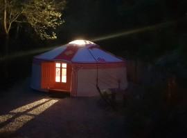 yurta mongola vicino a Torino. Esterno di notte