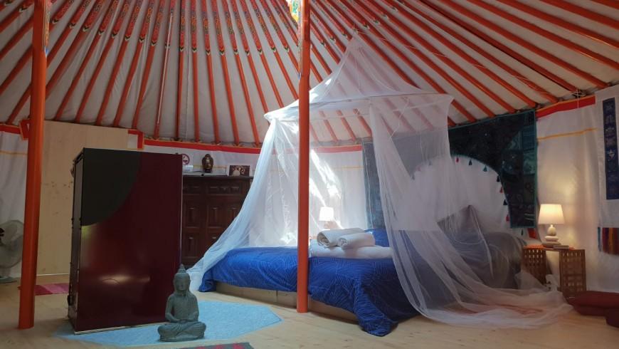 yurta mongola vicino a Torino, interno, stanza romantica