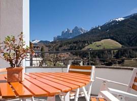 Appartamento Schatzer esterno, Val di Funes, vacanze verdi