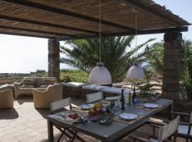 Patio di un dammuso, pantelleria, borghi antichi