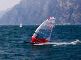 Windsurf, foto di Henry Gressmann via Unsplash