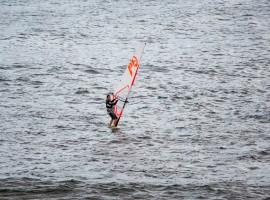 Windsurf, foto di Joshua Chai via Unsplash
