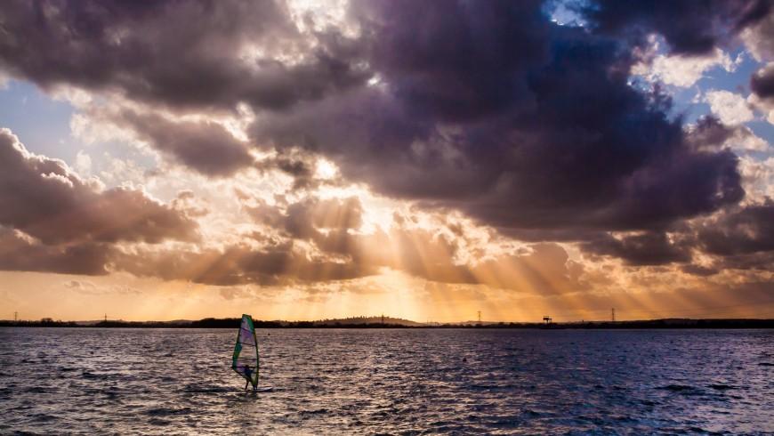 Windsurf, foto di Mark Hapur via Unsplash