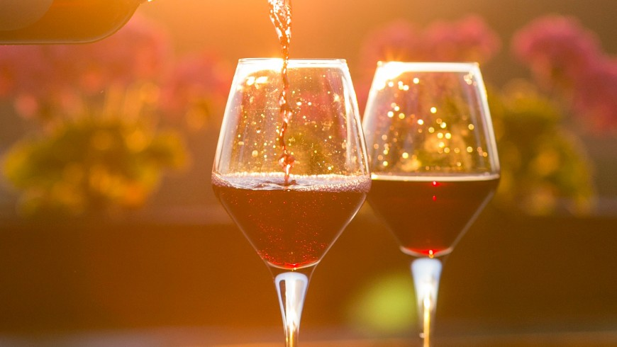 Bicchieri di vino, foto via Unsplash