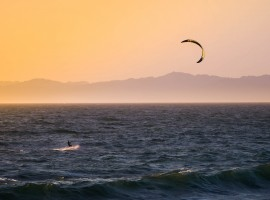 Kite surf, foto di Tim Martin via Unsplash