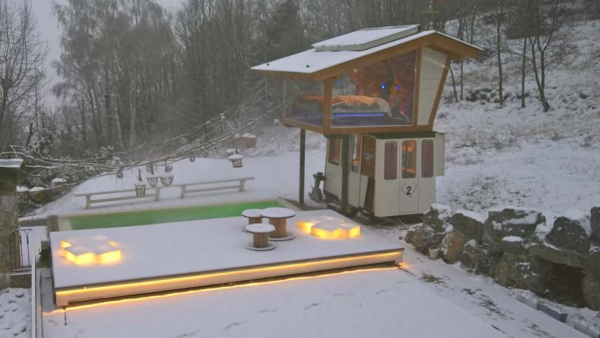 """La vecchia funivia circondata dalla neve, una suite speciale per una notte romantica, avventurosa e """"green"""""""