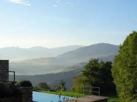 Piscina di Casa Calénc, Romagna, alloggi verdi