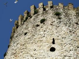 Torre del castello: Albergo Diffuso Torre della Botonta - Castel Ritaldi - Perugia.