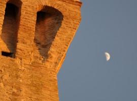 Torre con luna: Albergo Diffuso Torre della Botonta - Castel Ritaldi - Perugia.