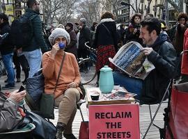Overtourism, troppi turisti a Barcellona, protesta dei residenti
